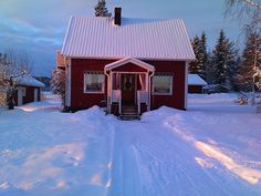 Cute, little house in Sweden. I just want to crawl into the pic and into that little warm house.