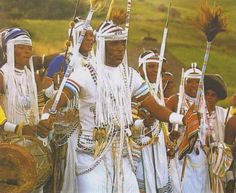 South Africa's Xhosa people are known for their intricate bead work. The heavy use of lines, angularity and the color white in their dress gives it a look that is both traditional and futuristic. History Of Dance, African Dance, African Style, Zulu Warrior, African Traditional Wear, African Image, Afro Punk Fashion, Ancient Egyptian Jewelry, African Tribes