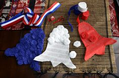 La Tase & La Fa 4th Of July Wreath, Christmas Stockings, Wreaths, Holiday Decor, Home Decor, Blue Nails, Ribbons, Colors, Needlepoint Christmas Stockings