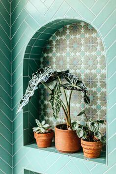 What Is Jungalow? Interior Designer Justina Blakeney on the New Bohemian Era Terrazzo, Tropical Bathroom, Fireclay Tile, Justina Blakeney, Botanical Wallpaper, Estilo Boho, Boho Decor, Decoration, Indoor Plants