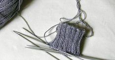1 - Montaje de puntos  (Ver grabado adjunto 1 , 2  y 3)  Sugerencia como opción: montaje cruzado con hilo doble.  (Ver grab. a,b y... This Or That Questions, Knitting, Maya, Graham, Fisher, How To Knit, Slippers, Knitting Charts, Hand Weaving