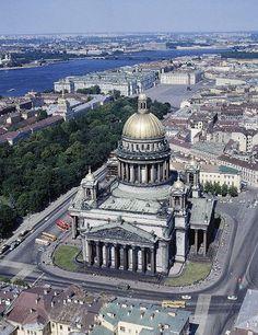 La catedral de San Isaac es la más suntuosa y grandiosa de las iglesias de San Petersburgo