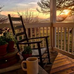 46 Stunning Spring Front Porch Decoration IdeasYou can find Country life and more on our Stunning Spring Front Porch Decoration Ideas Haus Am See, Outdoor Living, Outdoor Decor, Porch Decorating, Summer Decorating, Farm Life, Farm House, Tiny House, Country Life