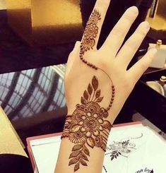 Simple Mehendi designs to kick start the ceremonial fun. If complex & elaborate henna patterns are a bit too much for you, then check out these simple Mehendi designs. Finger Henna Designs, Stylish Mehndi Designs, Mehndi Designs For Beginners, Unique Mehndi Designs, Wedding Mehndi Designs, Beautiful Mehndi Design, Latest Mehndi Designs, Mehandi Designs, Unique Henna