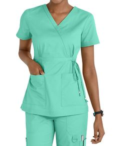 Women's scrub tops made from soft materials, designed to keep you cool and fresh all day. Choose from a variety of scrub top styles at Scrubs & Beyond. Scrubs Outfit, Scrubs Uniform, Dope Fashion, Womens Fashion, Cute Scrubs, Nail Designer, Nurse Costume, Medical Uniforms, Womens Scrubs