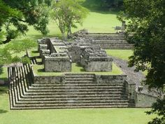 Caminamos copán en dos horas. Era muy diferente que Tikal.