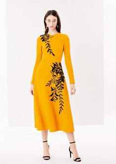 3b35aace6cd0 Oscar de la Renta Embroidered Stretch-Wool Crepe Cocktail Dress Modo Del  Vestito
