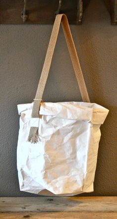 Uashmama - Paper bags that feel like leather, wash like fabric and flat pack for easy storage. - Moes en Griet - Benelux - www.moesengriet.nl
