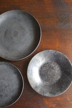 Ceramic Tableware, Ceramic Mugs, Ceramic Pottery, Ceramic Art, Wooden Plates, Pottery Plates, Food Background Wallpapers, Diy Mugs, Plates And Bowls