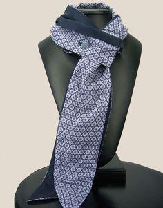 Cravate Jack.B MOTIFS BLEUS REVERS BLEU MARINE : Cravates par cravates-jack-b