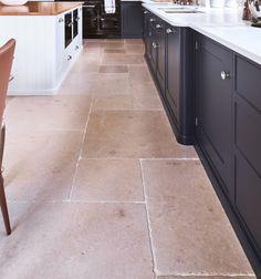 Neranjo limestone flagstones for the kitchen from Ca' Pietra.