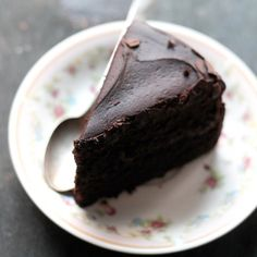 Black Magic Chocolate Cake - This is my go-to chocolate cake recipe. Moist, rich, and delicious dark chocolate cake that's perfect for the Holidays! Magic Chocolate Cake, Chocolate Mousse Cake, Chocolate Desserts, Chocolate Icing, Food Cakes, Cupcake Cakes, Cupcakes, Chocolates, Black Magic Cake