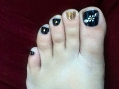 Flower/silver leaves/black toe nails/one gold