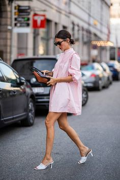 US Street Style Trends, Street Style Summer, Curvy Fashion, 90s Fashion, Boho Fashion, Fashion Tips, Fashion Trends, Vogue Uk, Hailey Baldwin
