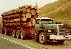 Bill ✔️ This IH Logger sports a rare tri-axle set with a short pole two axle stanchion trailer. Run by Yellavich Logging of Rotorua, New Zealand. Heavy Duty Trucks, Big Rig Trucks, Semi Trucks, Cool Trucks, Cool Cars, Logging Equipment, Heavy Equipment, International Harvester Truck, Combine Harvester
