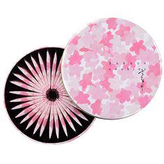 Beautiful Japanese Spring Cookies ! so sweet so lovely ! 春色パッケージのお菓子をご紹介!春限定のお菓子や、箱を開ける前からワクワクするカラフルな色味のお菓子は、春のお菓子のお配りやプチギフト、贈り物にもぴったり。 Food Packaging, Packaging Design, Branding Design, Sakura Cherry Blossom, Cherry Blossoms, Japanese Packaging, Japanese Sweets, Confectionery, Liquor