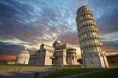 Menara Pisa adalah sebuah menara lonceng katedral yg terletak kota Pisa, Italia. Menara Pisa yg dibangun pada Agustus 1173 sebenarnya memiliki arsitektur tegak, namun berangsur miring. Ketinggian Menara Pisa adalah sekitra 55 meter dan telah ditetapkan sebagai situs warisan dunia pada tahun 1987.