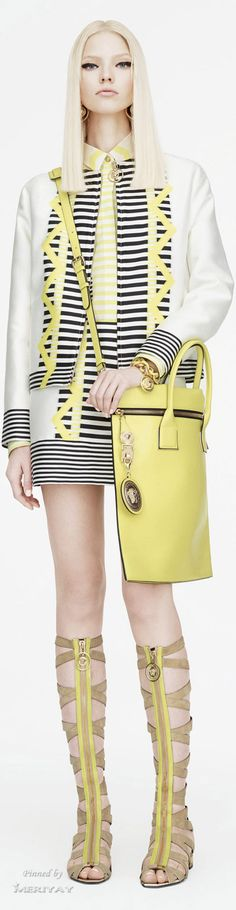 Italian fashion house Versace presented their new Resort 2015 collection. Finally creative director Donatella Versace took somewhat different turn on this new Versace 2015, Versace Fashion, Couture Fashion, Fashion Show, Fashion Design, Fashion Trends, Versace Versace, Bold Fashion, Fashion Bags