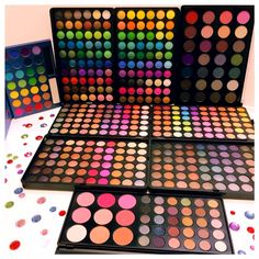 Most of the most popular bags do not meet a certain aesthetics this season. Makeup Kit For Kids, Kids Makeup, Makeup Box, Cute Makeup, Beauty Makeup, Make Up Studio, Makeup Eyeshadow Palette, Best Makeup Palettes, Nyx Eyeshadow