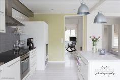 Rintamamiestalon valkoinen keittiö