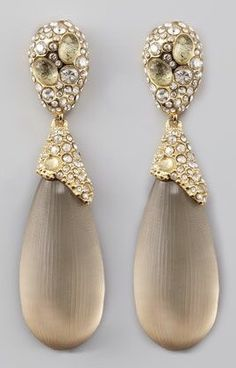 Pearl Earrings, Drop Earrings, Neutral Colors, Design Inspiration, Pretty, Gold, Jewelry, Friends, Collection