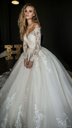 White wedding dress. Brides think of having the most suitable wedding day, but for this they need the ideal wedding outfit, with the bridesmaid's dresses actually complimenting the brides dress. These are a variety of tips on wedding dresses.