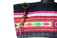 Très beau sac en forme de cabas chicpour femme de couleurrose fuschiaaavec de belles broderies