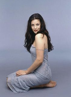 Liv Tyler Liv Tyler<br> More memes, funny videos and pics on Liv Tyler Hair, Liv Tyler 90s, Liv Tyler Style, Pretty People, Beautiful People, Beautiful Celebrities, Funny Videos, Celebrity Pictures, 90s Fashion