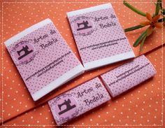 Etiqueta tipo banderinha 3,8 x 5 cm com borda para costura interna  medida já aplicada 3,8x 1,7 cm