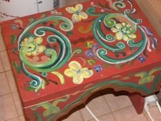 So pretty. Rosemaling to repurpose old furniture can definitely turn leftovers into heirlooms.