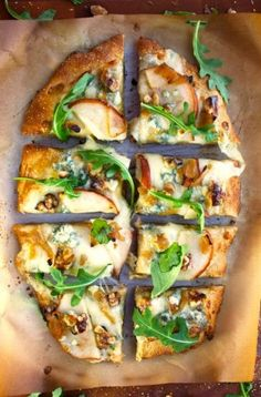Pear, Walnut, & Blue Cheese Artisan Pizza (use Bob's Red Mill glutenfree pizza dough mix) Vegetarian Recipes, Cooking Recipes, Healthy Recipes, Pear Recipes, Gourmet Pizza Recipes, Good Food, Yummy Food, Tasty, Pizza Vegetal