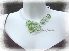 Collier fil aluminium blanc et vert : Collier par douce-fantaisie
