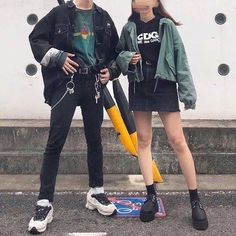 Discover recipes, home ideas, style inspiration and other ideas to try. Fashion Couple, Look Fashion, Korean Fashion, Fashion Outfits, Aesthetic Couple, Aesthetic Clothes, Urban Aesthetic, Aesthetic Black, Korean Streetwear