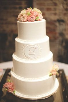 so obsessed with this classic monogram wedding cake