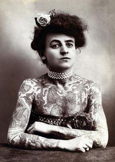 Maud Wagner, la première femme connue à exhiber fièrement ses tatouages (1904)  - tatouage vintage