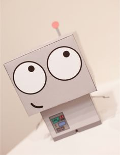 Baby Robot Friend de Drew Tetz    http://www.paper-toy.fr/2013/01/07/baby-robot-friend-de-drew-tetz/    #papertoys #papercraft #paper #arts #toys #cute #robot #DIY
