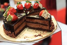 Vizagfood.com Provide Online Delivery Wedding Cakes and also Send Best Birthday Cake Delivery Online in Vizag Visakhapatnam http://www.vizagfood.com