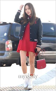 """【PHOTO】ジェシカ、ファッションショーのためアメリカへ出国""""カジュアルなレッドコーデ"""" - ENTERTAINMENT - 韓流・韓国芸能ニュースはKstyle"""