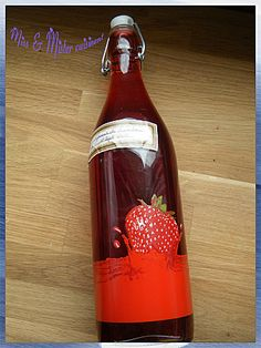 Raspberry Liquor - delicious you can make any year raspberry frozen do business! 500 g raspberry frozen or not 1 l fruit liquor 25 cl water 500 g sugar Waiting time: 40 days Raspberry and alcohol mix Homemade Alcohol, Cocktails, Raspberry Recipes, Cold Meals, Limoncello, Milkshake, Hot Sauce Bottles, Voici, Parmesan