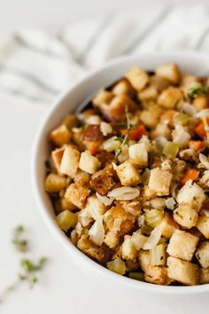 The best homemade vegetarian stuffing recipe! Easy to make, with gluten-free and vegan options. This will be a Thanksgiving staple! Vegetarian Stuffing, Vegetarian Side Dishes, Stuffing Recipes, Vegetarian Thanksgiving, Kung Pao Chicken, Holiday Recipes, Homemade, Vegan, Ethnic Recipes