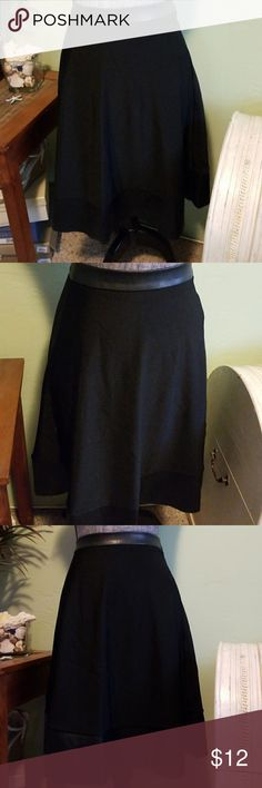 Bnwt Forever 21 skirt Size medium, pleather details at waistband and hem. Waist measured laying flat 14 in, 23 in length Forever 21 Skirts Midi