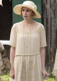 A look at the history of 1920 fashion as seen in Downton Abbey season Featuring dresses, hats, and accessories. Downton Abbey Fashion at its finest. Downton Abbey Season 3, Downton Abbey Series, 20s Fashion, Fashion Line, Fashion Outfits, Edwardian Fashion, Fashion History, Hijab Fashion, Vintage Fashion