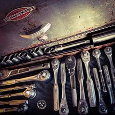 #vintagetools #tools #toolstorage #toolsofthetrade #craftsmantools #wrenches #wrenchlife #mechanic #oldtools #vintage #garageworkshop Tool Organization, Tool Storage, Tools And Toys, Old Factory, Old Tools, Vintage Tools, Journal Art, Garage Workshop, Automotive Tools