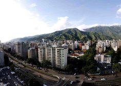Avenida Libertador. Vista hacia El Ávila. Caracas