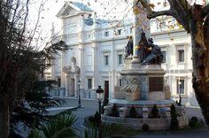 Fachada del Palacio del Senado situado en la Plaza de la Marina Española.