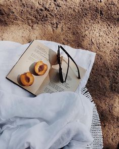Picnic in the nature. Picnic on the beach. Picnic date. Beige Aesthetic, Summer Aesthetic, Aesthetic Photo, Summer Feeling, Summer Vibes, Summer Of Love, Summer Dream, Summer Sale, Poses Photo