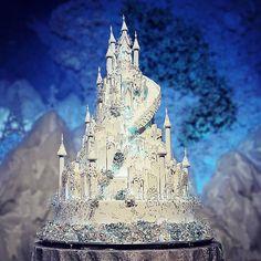 Ice castle wedding cake for - LeNovelle Frozen Castle Cake, Castle Wedding Cake, Big Wedding Cakes, Luxury Wedding Cake, Themed Wedding Cakes, Beautiful Wedding Cakes, Gorgeous Cakes, Wedding Cake Designs, Wedding Desserts