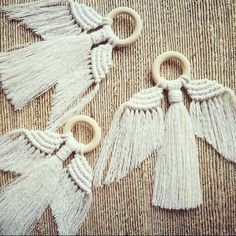 Unique minimal design adds subtle style for the festive season. Works as a wall hanging or tree decoration. Each Angel is hand knotted using unbleached cotton cord and untreate Macrame Wall Hanging Diy, Macrame Art, Macrame Projects, Wall Hanging Christmas Tree, Micro Macramé, Macrame Design, Macrame Tutorial, Diy Tutorial, Angel Ornaments