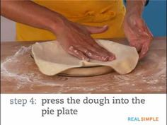 How to blind bake a pie crust and prevent shrinking and slumping when you need a pre-baked crust for cream pies, custard pies, and pumpkin pies. Blind Bake Pie Crust, Baked Pie Crust, Pie Crusts, Pie Dough Recipe, Pie Crust Recipes, Custard Pies, Pie Crust Designs, Pie Decoration, Perfect Pie Crust