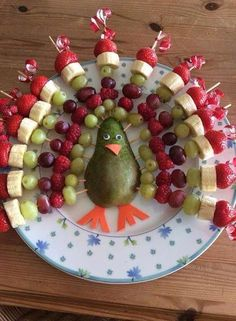 Rainbow Turkey by Jenna Getting Creative with Fruits and Vegetables: Cute Creations Salad and Fruit Choppers. This is such a cute fruit platter in the shape of an owl. Various chopped fruits make u the body of the owl. What a fun Thanksgiving Fruit Tray! Thanksgiving Fruit, Thanksgiving Appetizers, Fruit Decorations, Food Decoration, Snacks Für Party, Party Appetizers, Food Platters, Food Crafts, Food Humor